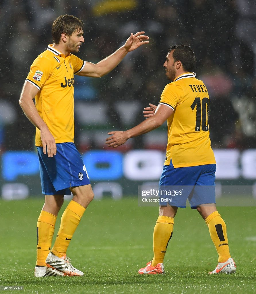<a gi-track='captionPersonalityLinkClicked' href=/galleries/search?phrase=Fernando+Llorente&family=editorial&specificpeople=2108120 ng-click='$event.stopPropagation()'>Fernando Llorente</a> of Juventus celebrates after scoring the goal 1-3 during the Serie A match between US Sassuolo Calcio and Juventus at Mapei Stadium on April 28, 2014 in Sassuolo, Italy.