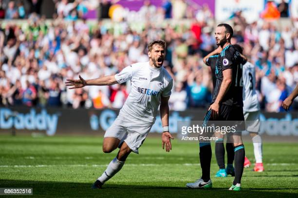 Fernando Llorente of Swansea City celebrates his goal during the Premier League match between Swansea City and West Bromwich Albion at The Liberty...