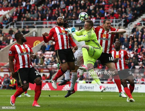 Fernando Llorente of Swansea City scores his sides first goal past Jordan Pickford of Sunderland during the Premier League match between Sunderland...