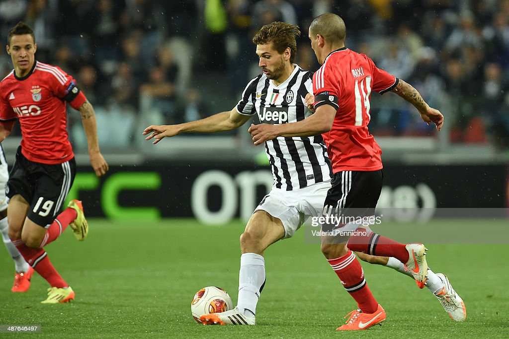 Fernando Lorente (L) of Juventus is challenged by Maxi Pereira of SL Benfica during the UEFA Europa League semi final match between Juventus and SL Benfica at Juventus Arena on May 1, 2014 in Turin, Italy.