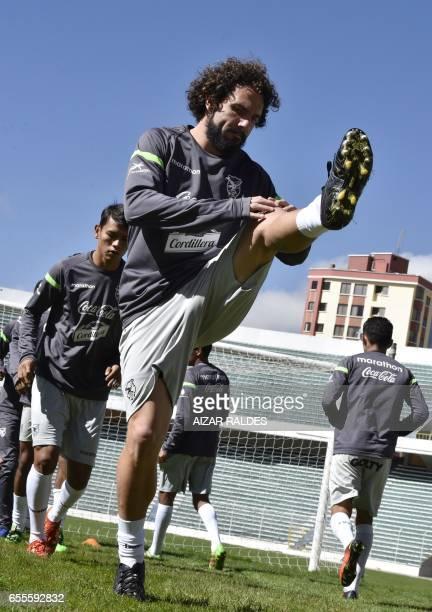 Fernando Marteli realiza ejercicios durante una parctica de la seleccion boliviana de futbol el 20 de marzo de 2017 en La Paz Bolivia se prepara para...