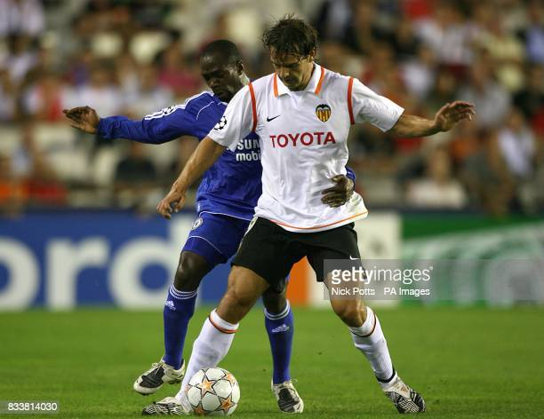 Fernando Morientes Valencia and Claude Makelele Chelsea battle for the ball