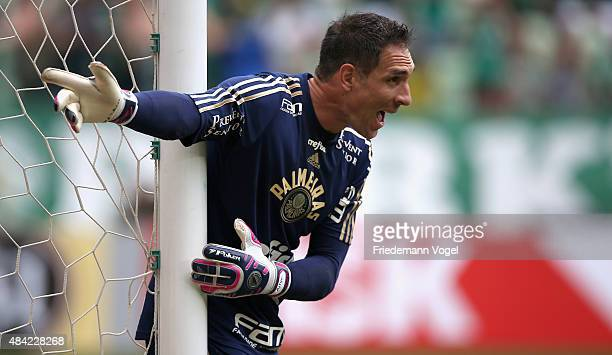 Fernando Prass of Palmeiras gives advise during the match between Palmeiras and Flamengo for the Brazilian Series A 2015 at Allianz Parque on August...