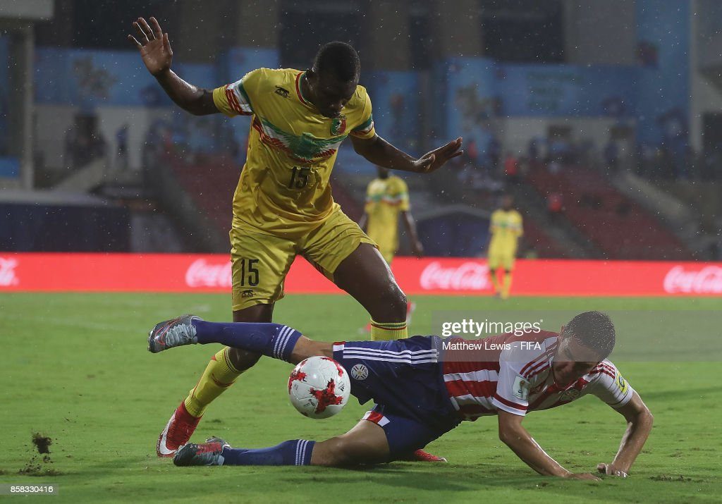 Fernando Romero of Paraguay and Abdoulaye Diaby of Mali challenge for the ball during the FIFA U-17 World Cup India 2017 group B match between Paraguay and Mali at Dr DY Patil Cricket Stadium on October 6, 2017 in Mumbai, India.
