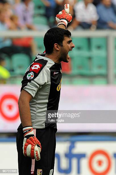 Fernando Rubinho goalkeeper of Palermo issues instructions during the Serie A match played between US Citta di Palermo and AS Bari at Stadio Renzo...