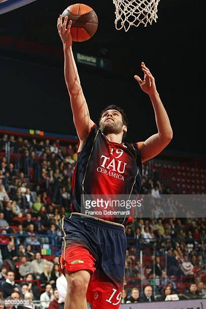 Fernando San Emeterio #19 of TAU Ceramica in action during the Euroleague Basketball Last 16 Game 4 match between Armani Jeans Milano v Tau Ceramica...