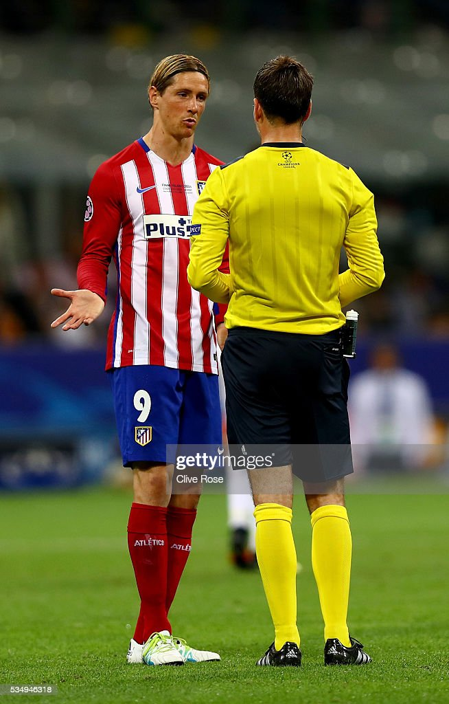 <a gi-track='captionPersonalityLinkClicked' href=/galleries/search?phrase=Fernando+Torres&family=editorial&specificpeople=194755 ng-click='$event.stopPropagation()'>Fernando Torres</a> of Atletico Madrid argues with the referee <a gi-track='captionPersonalityLinkClicked' href=/galleries/search?phrase=Mark+Clattenburg&family=editorial&specificpeople=2108870 ng-click='$event.stopPropagation()'>Mark Clattenburg</a> during the UEFA Champions League Final match between Real Madrid and Club Atletico de Madrid at Stadio Giuseppe Meazza on May 28, 2016 in Milan, Italy.
