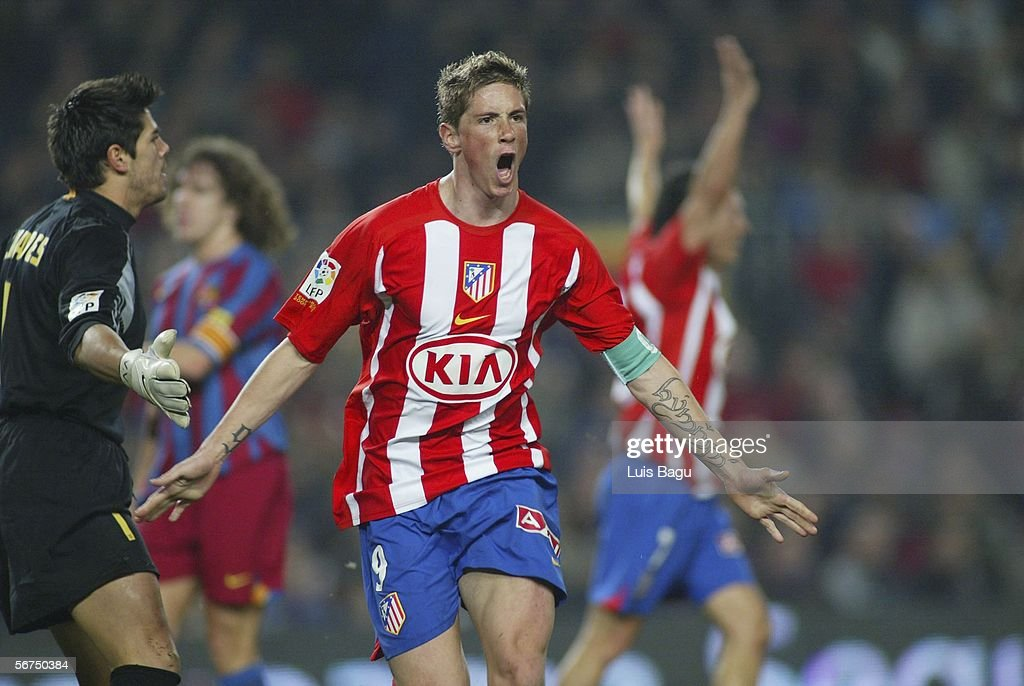 Fernando Torres of Atletico Madrid celebrates his goal during the La Liga match between FC Barcelona and Atletico Madrid, at the Camp Nou stadium on February 5, 2006, in Barcelona, Spain. (Photo by Luis Bagu/Getty Images).