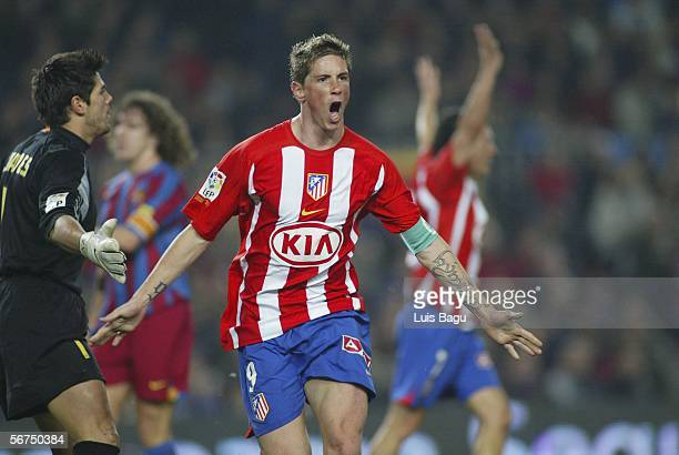 Fernando Torres of Atletico Madrid celebrates his goal during the La Liga match between FC Barcelona and Atletico Madrid at the Camp Nou stadium on...