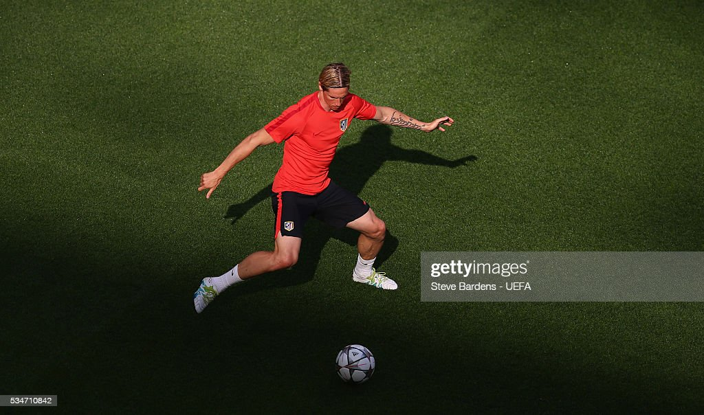 <a gi-track='captionPersonalityLinkClicked' href=/galleries/search?phrase=Fernando+Torres&family=editorial&specificpeople=194755 ng-click='$event.stopPropagation()'>Fernando Torres</a> of Atletico Madrid controls the ball during an Atletico de Madrid training session on the eve of the UEFA Champions League Final against Real Madrid at Stadio Giuseppe Meazza on on May 27, 2016 in Milan, Italy.