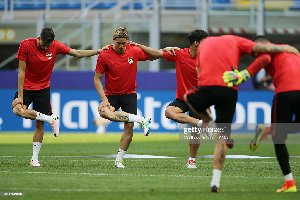 <a gi-track='captionPersonalityLinkClicked' href=/galleries/search?phrase=Fernando+Torres&family=editorial&specificpeople=194755 ng-click='$event.stopPropagation()'>Fernando Torres</a> of Atletico Madrid during a training session at Stadio Giuseppe Meazza on May 26, 2016 in Milan, Italy.
