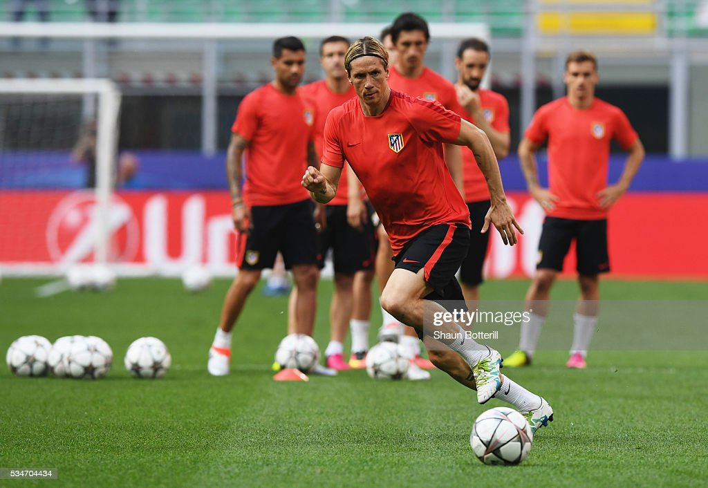<a gi-track='captionPersonalityLinkClicked' href=/galleries/search?phrase=Fernando+Torres&family=editorial&specificpeople=194755 ng-click='$event.stopPropagation()'>Fernando Torres</a> of Atletico Madrid during an Atletico de Madrid training session on the eve of the UEFA Champions League Final against Real Madrid at Stadio Giuseppe Meazza on May 27, 2016 in Milan, Italy.