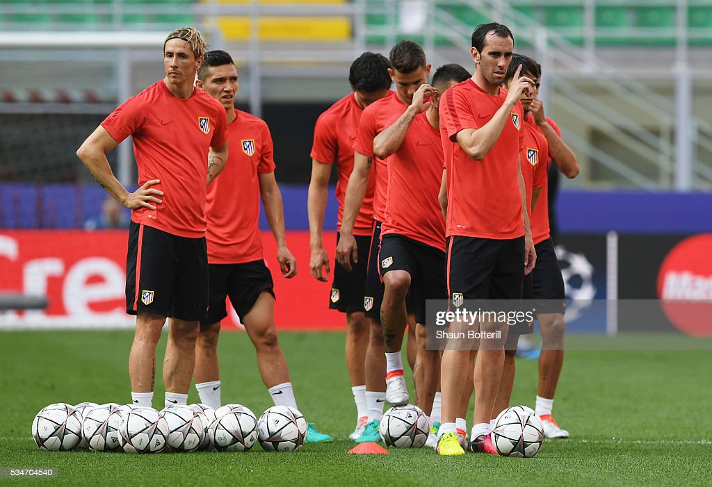 <a gi-track='captionPersonalityLinkClicked' href=/galleries/search?phrase=Fernando+Torres&family=editorial&specificpeople=194755 ng-click='$event.stopPropagation()'>Fernando Torres</a> of Atletico Madrid (l) during an Atletico de Madrid training session on the eve of the UEFA Champions League Final against Real Madrid at Stadio Giuseppe Meazza on May 27, 2016 in Milan, Italy.