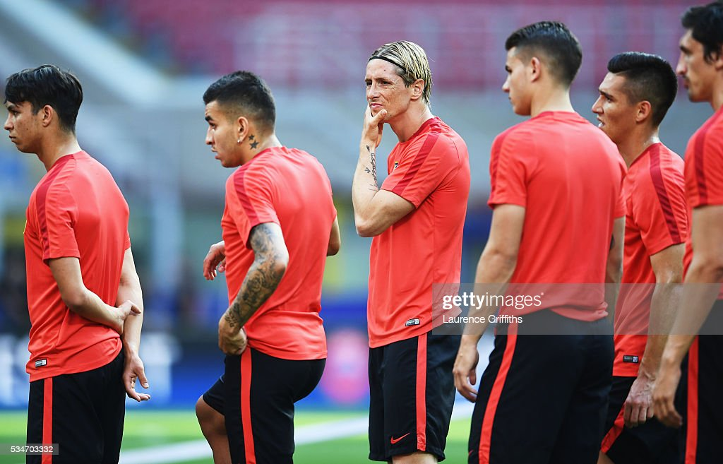 <a gi-track='captionPersonalityLinkClicked' href=/galleries/search?phrase=Fernando+Torres&family=editorial&specificpeople=194755 ng-click='$event.stopPropagation()'>Fernando Torres</a> of Atletico Madrid (c) looks on during an Atletico de Madrid training session on the eve of the UEFA Champions League Final against Real Madrid at Stadio Giuseppe Meazza on May 27, 2016 in Milan, Italy.