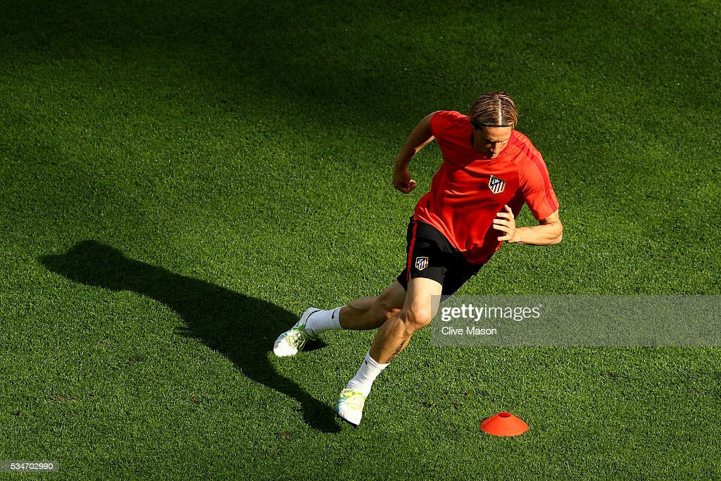 <a gi-track='captionPersonalityLinkClicked' href=/galleries/search?phrase=Fernando+Torres&family=editorial&specificpeople=194755 ng-click='$event.stopPropagation()'>Fernando Torres</a> of Atletico Madrid runs during an Atletico de Madrid training session on the eve of the UEFA Champions League Final against Real Madrid at Stadio Giuseppe Meazza on May 27, 2016 in Milan, Italy.