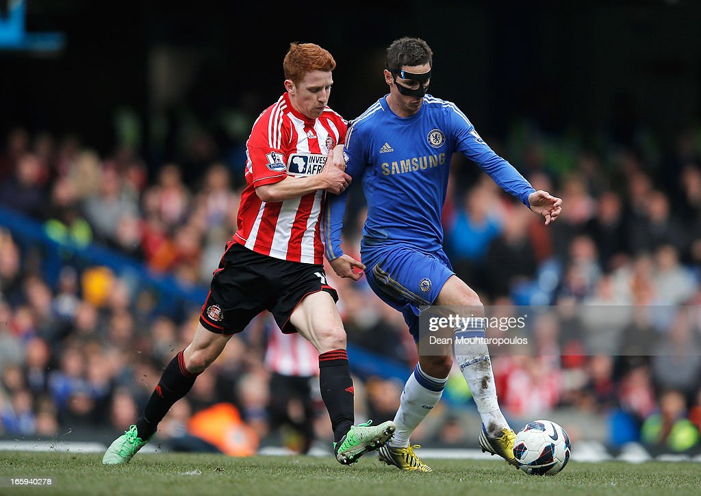 Fernando Torres of Chelsea is challenged by <a gi-track='captionPersonalityLinkClicked' href=/galleries/search?phrase=Jack+Colback&family=editorial&specificpeople=4940395 ng-click='$event.stopPropagation()'>Jack Colback</a> of Sunderland during the Barclays Premier League match between Chelsea and Sunderland at Stamford Bridge on April 7, 2013 in London, England.