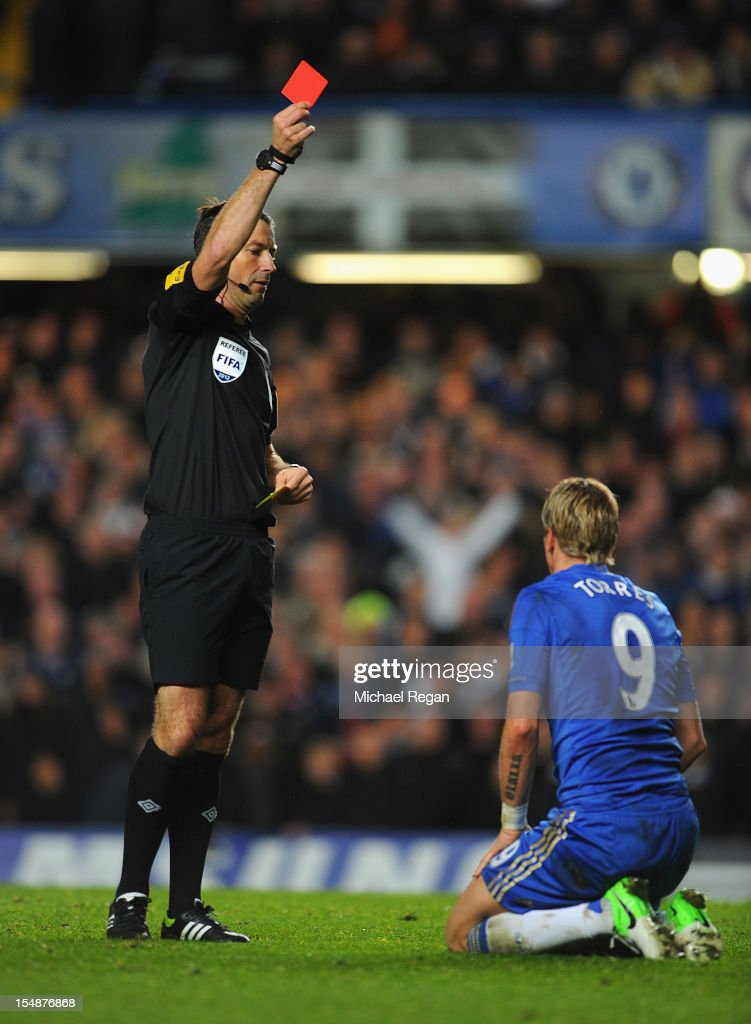 <a gi-track='captionPersonalityLinkClicked' href=/galleries/search?phrase=Fernando+Torres&family=editorial&specificpeople=194755 ng-click='$event.stopPropagation()'>Fernando Torres</a> of Chelsea is shown the red card by referee <a gi-track='captionPersonalityLinkClicked' href=/galleries/search?phrase=Mark+Clattenburg&family=editorial&specificpeople=2108870 ng-click='$event.stopPropagation()'>Mark Clattenburg</a> during the Barclays Premier League match between Chelsea and Manchester United at Stamford Bridge on October 28, 2012 in London, England.