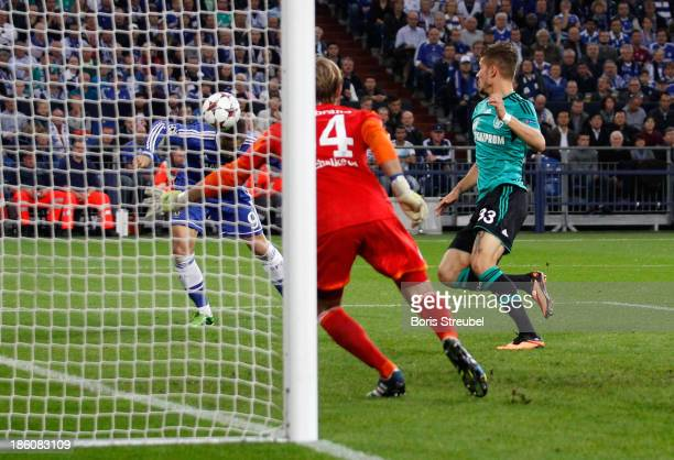 Fernando Torres of Chelsea scores his team's first goal during the UEFA Champions League Group E match between FC Schalke 04 and Chelsea FC at...