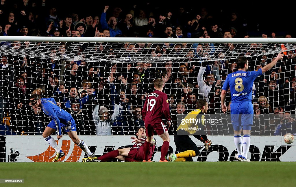 <a gi-track='captionPersonalityLinkClicked' href=/galleries/search?phrase=Fernando+Torres&family=editorial&specificpeople=194755 ng-click='$event.stopPropagation()'>Fernando Torres</a> (L) of Chelsea turns away to celebrate after scoring the opening goal past goalkeeper Sergei Ryzhikov of Rubin Kazan during the UEFA Europa League quarter final first leg match between Chelsea and FC Rubin Kazan at Stamford Bridge on April 4, 2013 in London, England.