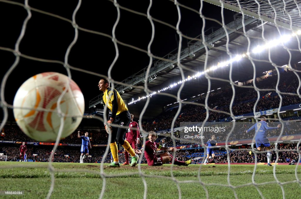 <a gi-track='captionPersonalityLinkClicked' href=/galleries/search?phrase=Fernando+Torres&family=editorial&specificpeople=194755 ng-click='$event.stopPropagation()'>Fernando Torres</a> (R) of Chelsea turns away to celebrate after scoring the opening goal past goalkeeper Sergei Ryzhikov of Rubin Kazan during the UEFA Europa League quarter final first leg match between Chelsea and FC Rubin Kazan at Stamford Bridge on April 4, 2013 in London, England.
