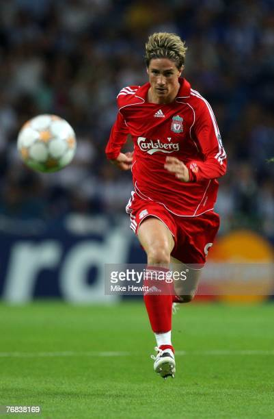 Fernando Torres of Liverpool in action during the UEFA Champions League Group A match between Porto and Liverpool at the Dragao Stadium on September...