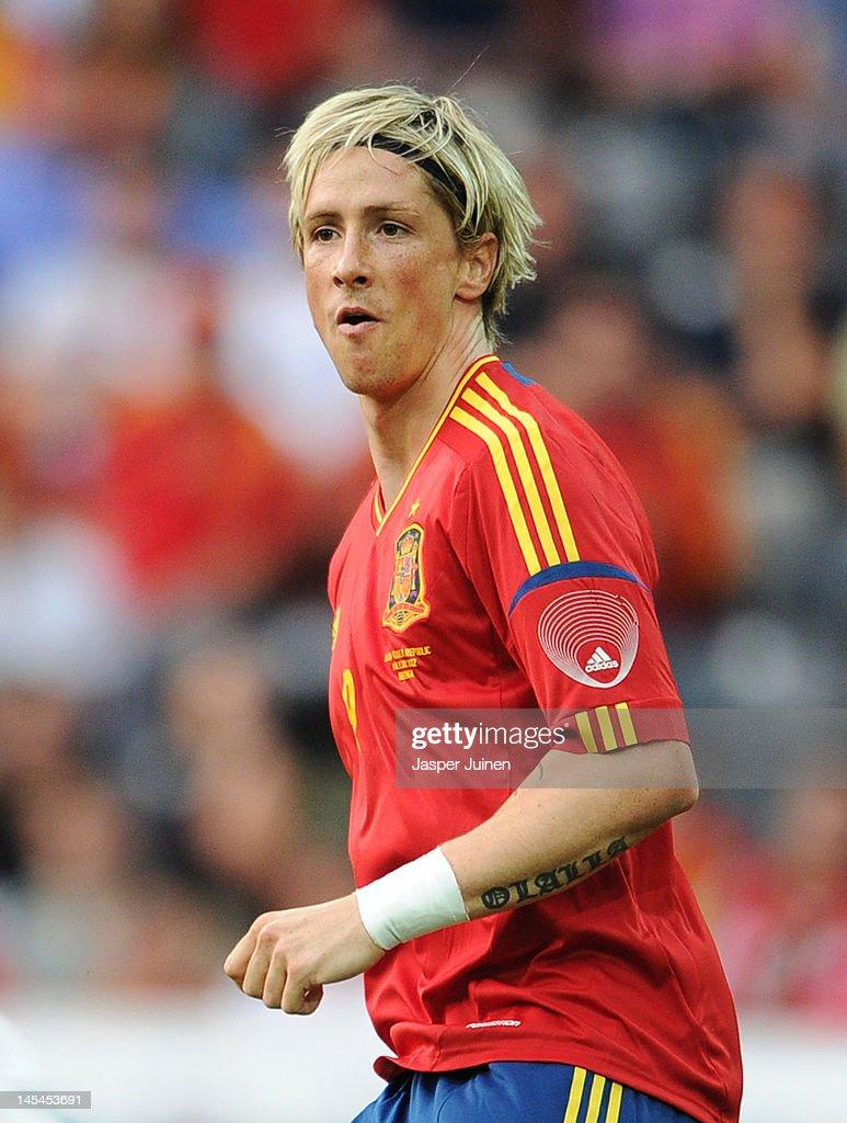 <a gi-track='captionPersonalityLinkClicked' href=/galleries/search?phrase=Fernando+Torres&family=editorial&specificpeople=194755 ng-click='$event.stopPropagation()'>Fernando Torres</a> of Spain celebrates scoring the opening goal during the international friendly match between Spain and Korea Republic on May 30, 2012 in Bern, Switzerland.