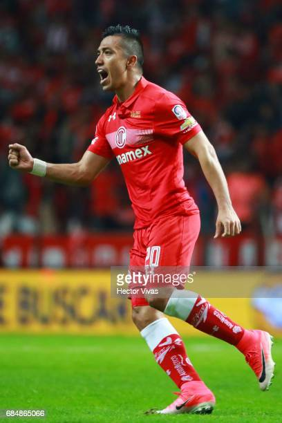 Fernando Uribe of Toluca celebrates after scoring the first goal of his team during the semifinals first leg match between Toluca and Chivas as part...