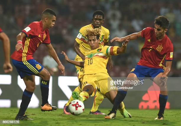 Ferran Torres of Spain and Salam Jiddou of Mali vie for the ball during the second semi final football match between Mali and Spain in the FIFA U17...