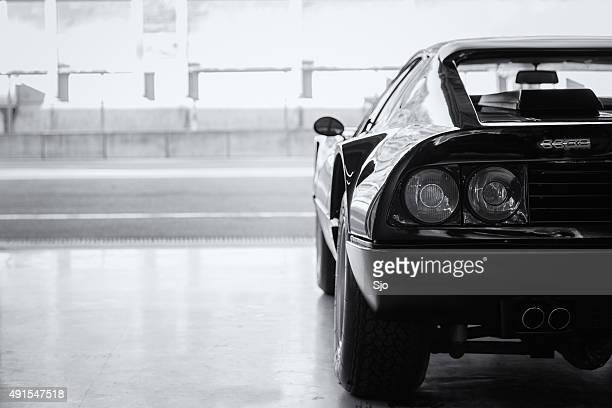 Ferrari 512 BB en la caja pit