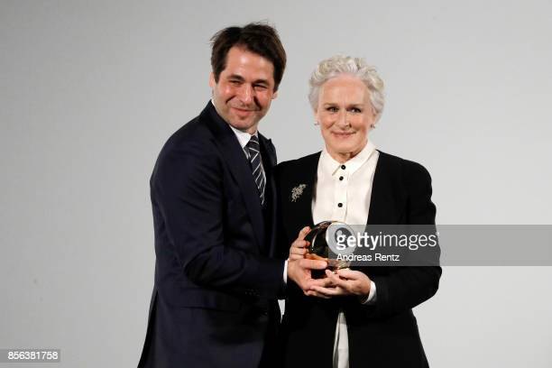 Festival director Karl Spoerri awards Glenn Close with the Golden Icon Award at the 'The Wife' premiere at the 13th Zurich Film Festival on October 1...