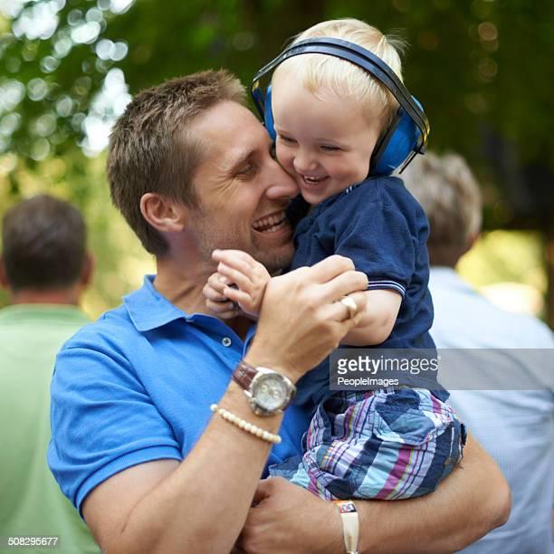 Festival divertido com o pai e filho