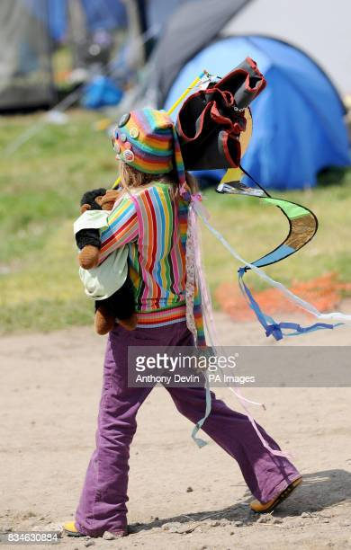 A festival goer leaves Worthy Farm following the 2008 Glastonbury Festival Somerset PRESS ASSOCIATION Photo Monday June 30 2008 Photo credit should...