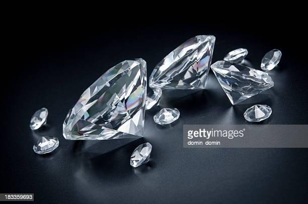 Uns, éparpillés immense diamants sur fond noir