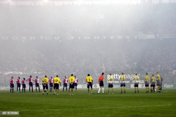 Feyenoord and Borussia Dortmund players observe one minutes silence in honour of Pim Fortuyn