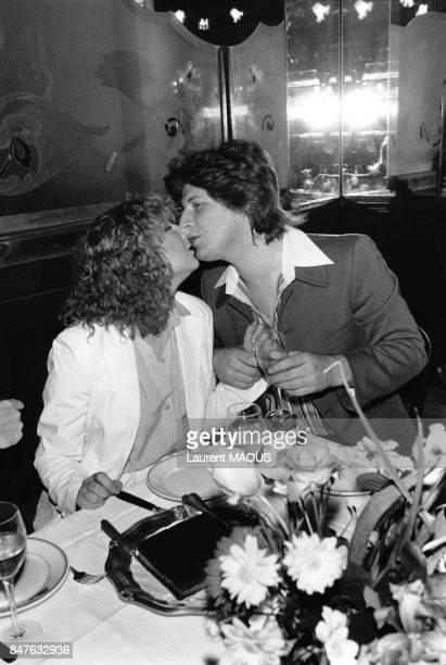 Fiancailles de la chanteuse Marie Myriam et du comiqueimitateur Patrick Sebastien au restaurant 'L'Escargot' le 13 mars 1978 a Paris France