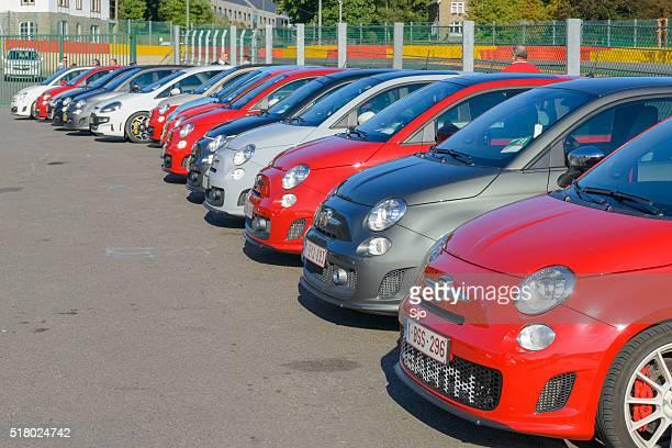 Fiat 500 Abarth retro Autos in einer Reihe