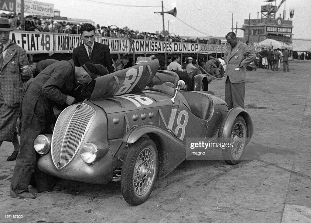 A Fiat race car at the Grand Prix of the Automobile Club de France on the Racing Circuit de Linas-Montlhery. About 1930. Photograph. (Photo by Imagno/Getty Images) Ein Fiat-Rennwagen beim Grand Prix des Automobile Club de France auf der Motorsport-Rennstrecke de Linas-Montlhéry. Um 1930. Photographie.