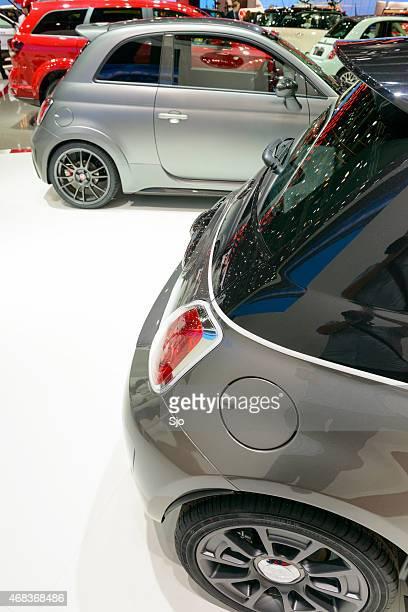 Fiat stand mit verschiedenen Fiat Autos in verschiedenen Farben