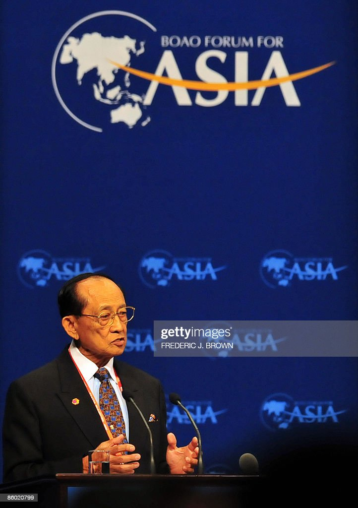 Fidel V. Ramos, former president of the Philippines and now chairman of the Board of Directors of Boao Forum for Asia speaks at the opening session on April 18, 2009, in Boao in southern China's Hainan province. Under the theme 'Asia: Managing Beyond Crisis', participants will discuss how to cope with the international financial crisis at the annual conference, a Chinese version of the World Economic Forum in Davos, Switzerland. AFP PHOTO/Frederic J. BROWN