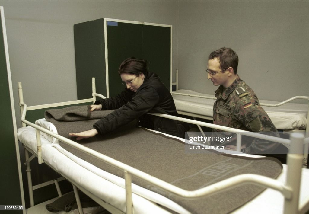 Field marshal Rommel barracks/4 company armoured infantryman battalion 212 Our picture shows a female recruit and a sergeant are making the beds