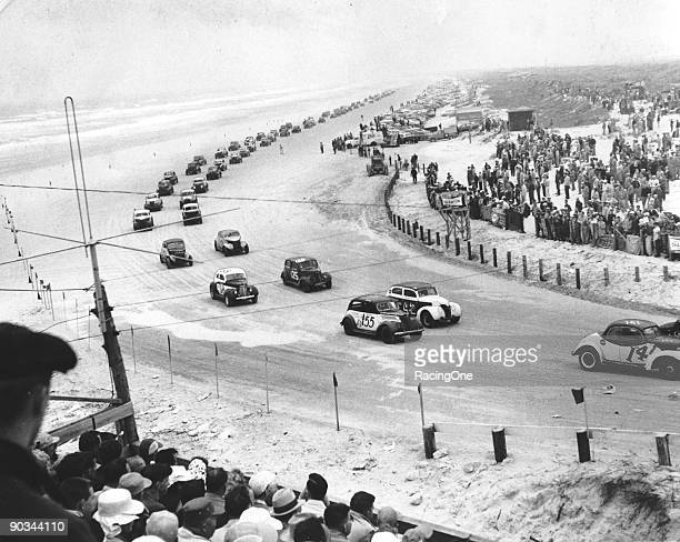 A field of 136 modifiedsportsman line the beach Cotton Owens was fast qualifier and race winner in a 1938 Plymouth
