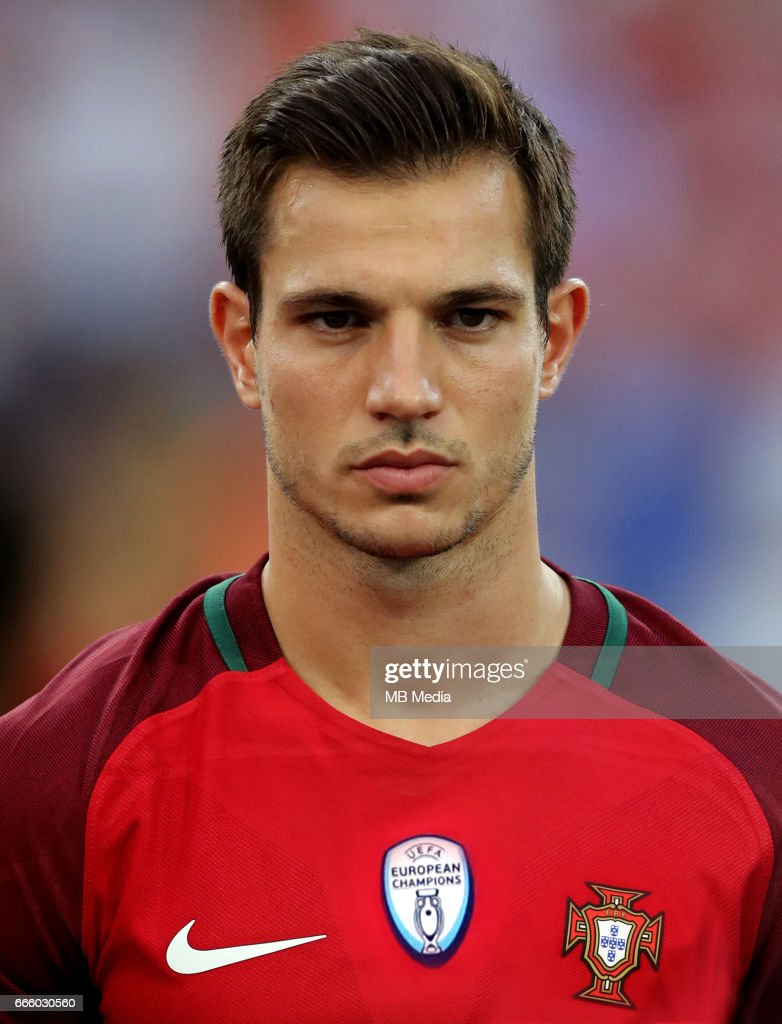 ¿Cuánto mide Cédric Soares? - Altura - Real height Fifa-confederations-cup-russia-2017-portugal-national-team-preview-picture-id666030560