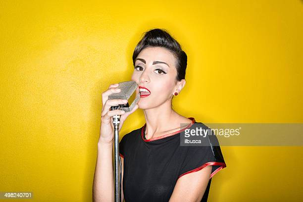 Fifties Stil der 50er Jahre ring flash-Porträts: Schöne weibliche singer
