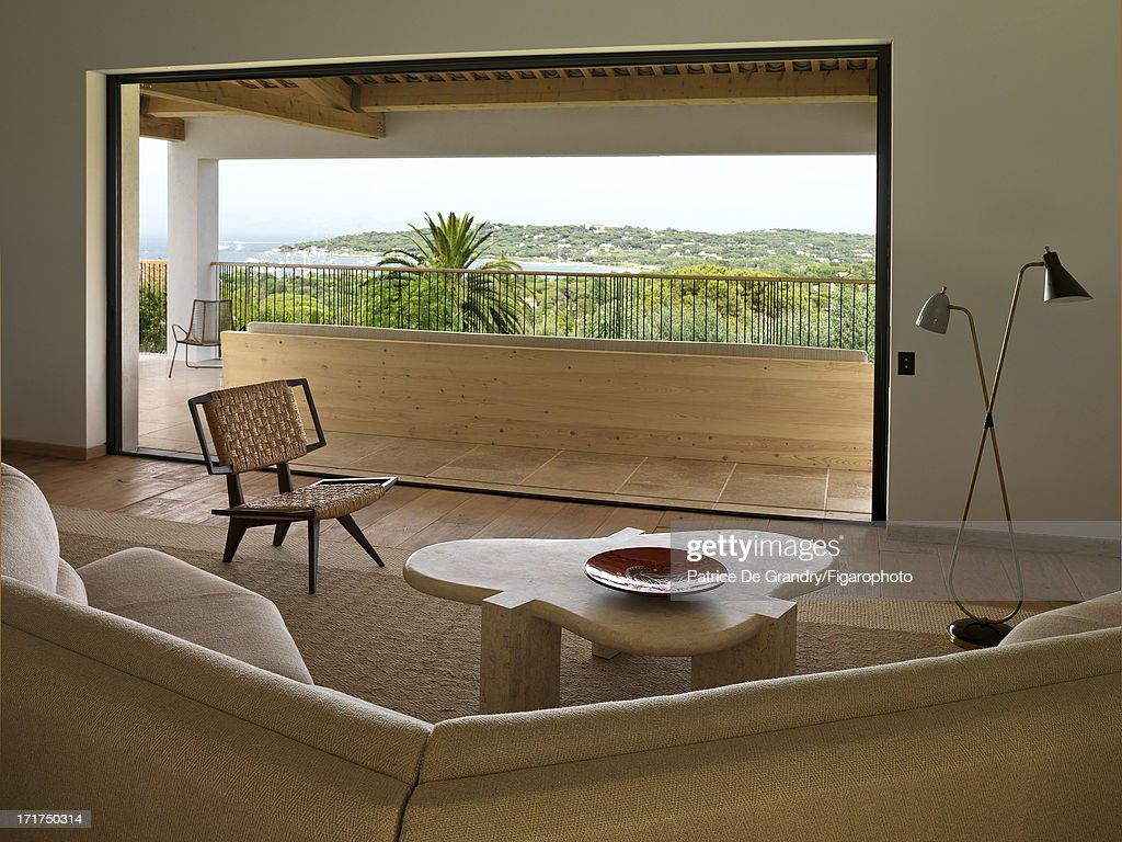 104642-015. A holiday home designed by architect Pierre Yovanovitch is photographed for Madame Figaro on May 1, 2013 in St Tropez, France. The living room.