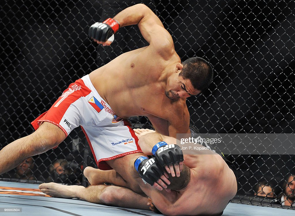 UFC fighter Mark Munoz (L) battles UFC fighter <a gi-track='captionPersonalityLinkClicked' href=/galleries/search?phrase=Ryan+Jensen&family=editorial&specificpeople=234524 ng-click='$event.stopPropagation()'>Ryan Jensen</a> (R) during their non title Middleweight fight at UFC 108: Evans vs. Silva at the MGM Grand Hotel and Casino on January 2, 2010 in Las Vegas, Nevada.