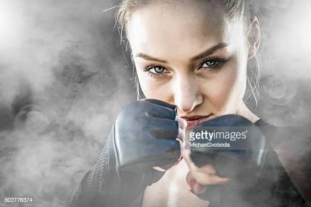 MMA Fighter sobre un fondo ahumada