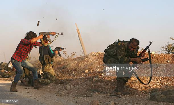 TOPSHOT Fighters from the Free Syrian Army take part in a battle against the Islamic State group jihadists in the northern Syrian village of Yahmoul...