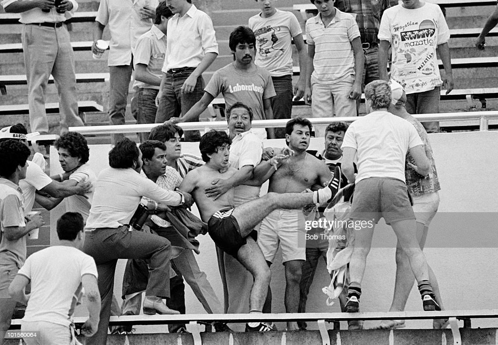 Fighting in the stadium during the World Cup match between England and Poland held at the Estadio Universitario in Monterry, Mexico on 11th June 1986. England beat Poland 3-0. (Bob Thomas/Getty Images).