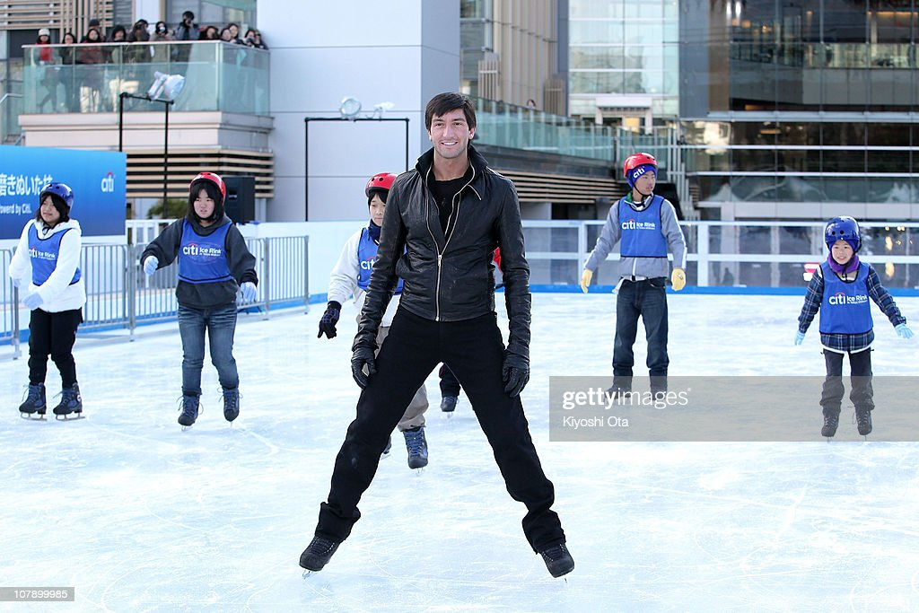 Figure skater <a gi-track='captionPersonalityLinkClicked' href=/galleries/search?phrase=Evan+Lysacek&family=editorial&specificpeople=243028 ng-click='$event.stopPropagation()'>Evan Lysacek</a> of the United States, the 2010 Vancouver Winter Olympics figure skating gold medalist, gives ice skating tutorials to children after the opening ceremony for the Citi Ice Rink at Tokyo Midtown on January 6, 2011 in Tokyo, Japan. The outdoor ice skating rink will open between January 7 and February 28.