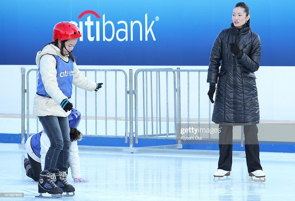 Figure skater Shizuka Arakawa, the 2006 Turin Winter Olympics figure skating gold medalist, gives an ice skating tutorial to children after the opening ceremony for the Citi Ice Rink at Tokyo Midtown on January 6, 2011 in Tokyo, Japan. The outdoor ice skating rink will open between January 7 and February 28.